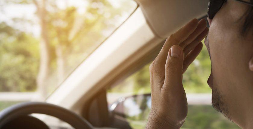 Vermoeid achter het stuur